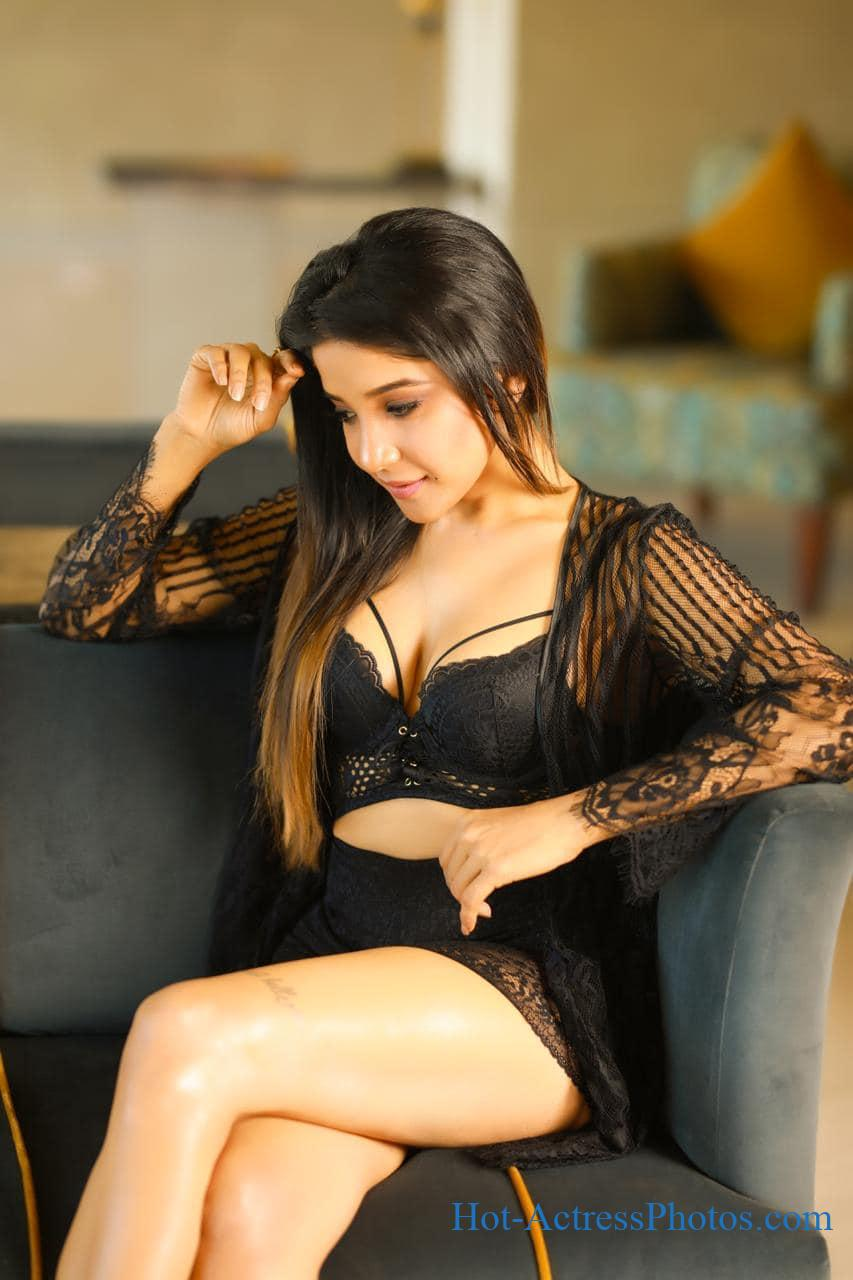 Big Boss Tamil 3 Sakshi Agarwal Latest Hot Photos