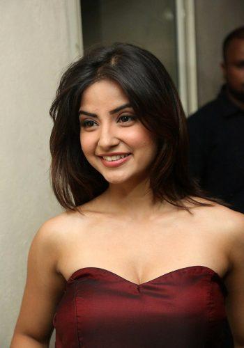 Sivappu Manjal Pachai Movie Actress Kashmira Pardeshi Hot Photos