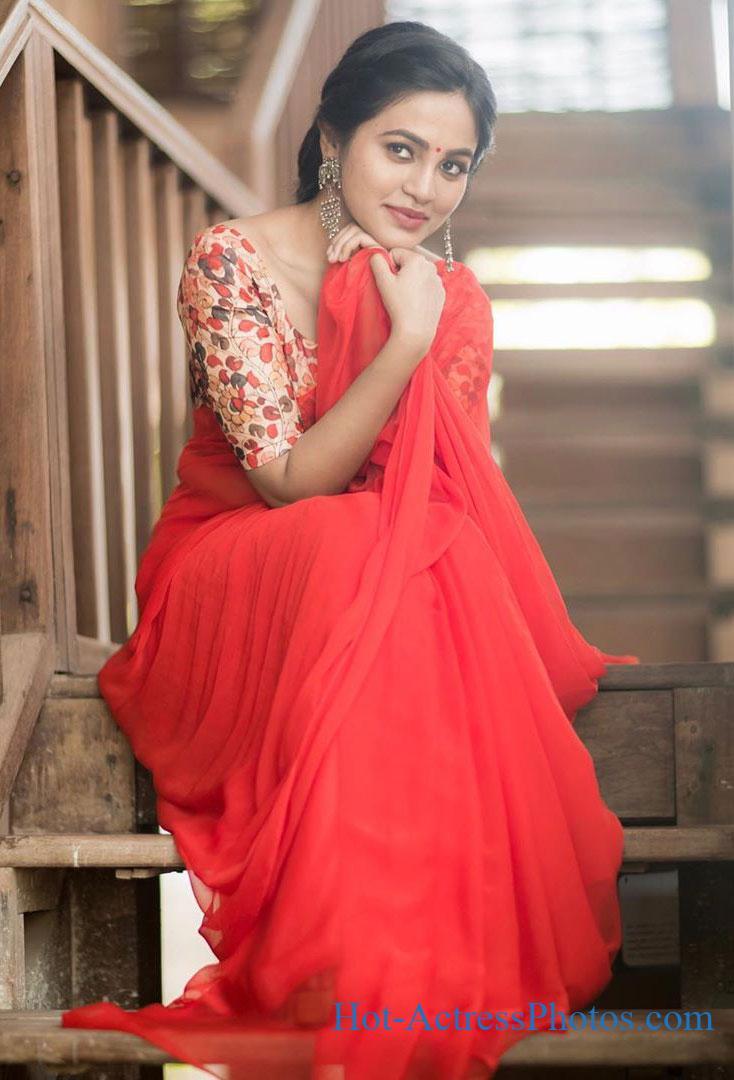 Bhavani Sre Latest Cute Photos In Saree
