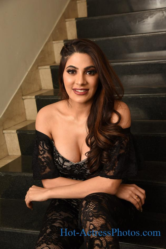 Nikki Tamboli Hot Deep Cleavage Photos