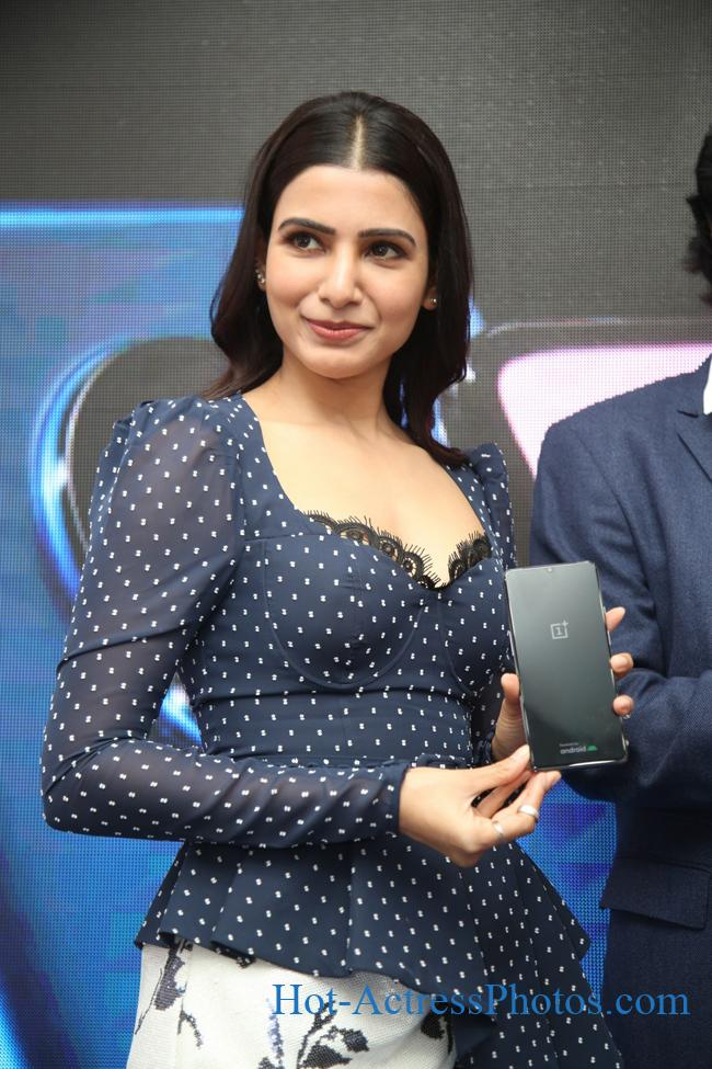 Samantha Hot Cleavage Photos At Big C OnePlus 7 Launch