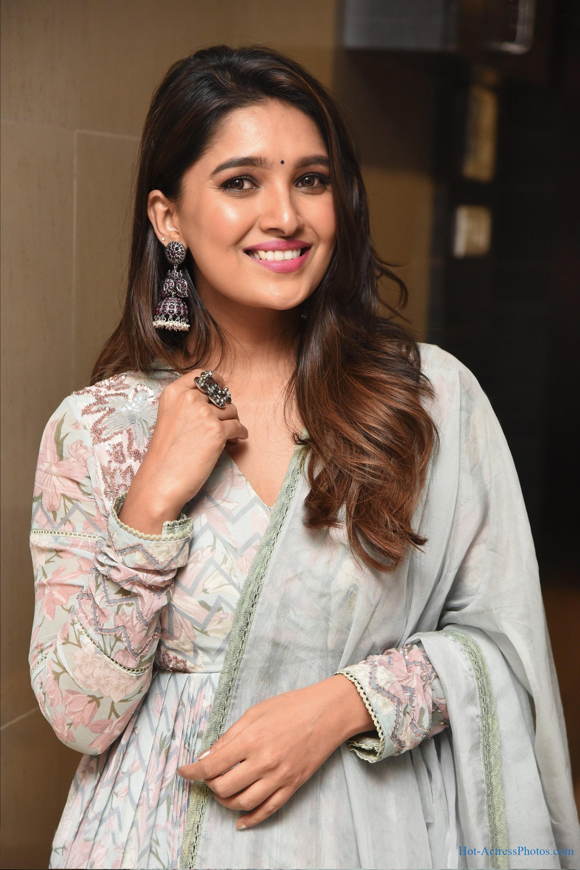 Vani Bhojan - Hot Actress Photos