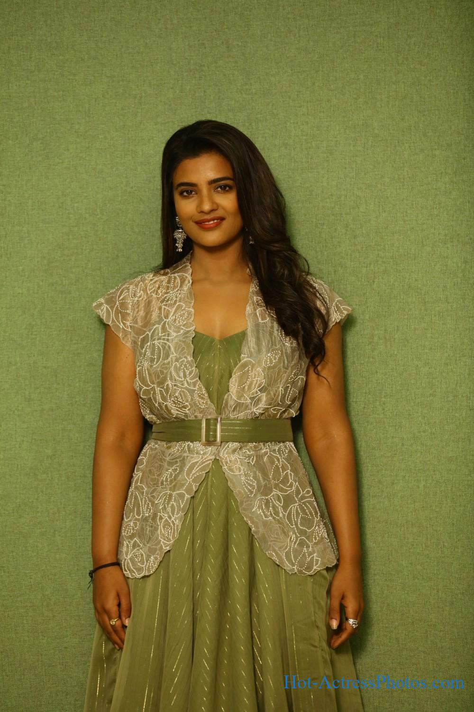 Aishwarya Rajesh Hot Photos At Vaanam Kottathum Audio Launch