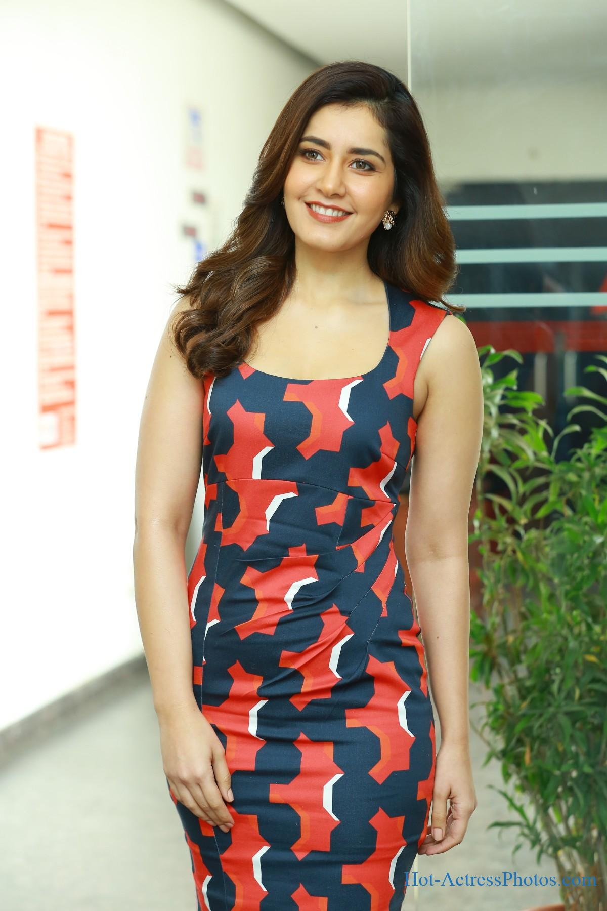 Raashi Khanna Hot stills At World Famous Lover Movie Interview
