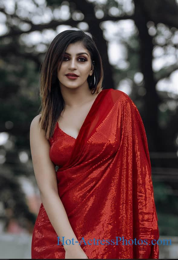Yashika Aannand Hot Cleavage Photos In Red Saree At IWF Awards 2020