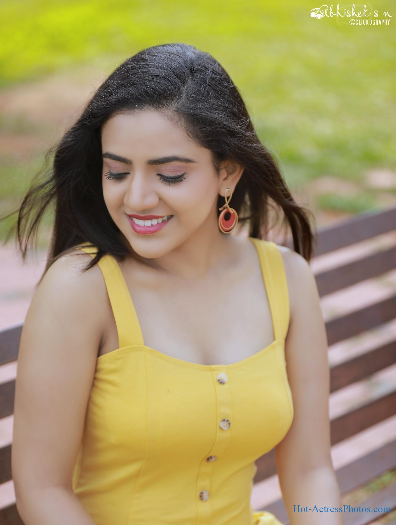 Harshitha Gowda Hot Cleavage And Thighs Photos
