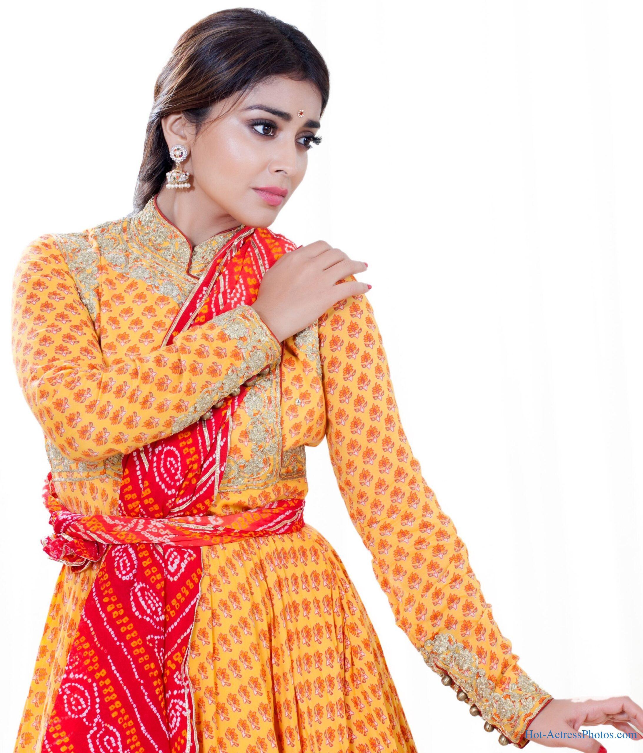 Shriya Saran Latest Dance Pose Photos