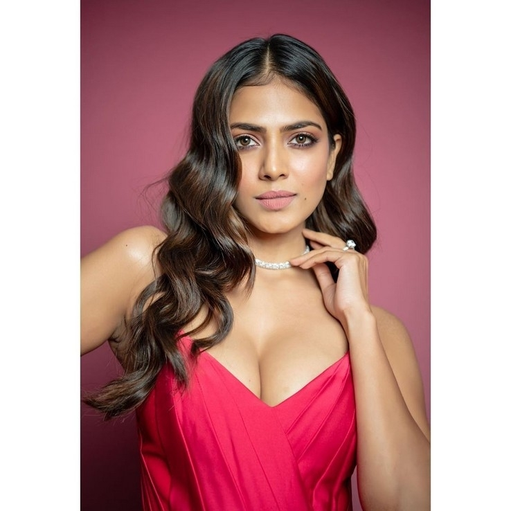 Malavika Mohanan Latest Hot Photos