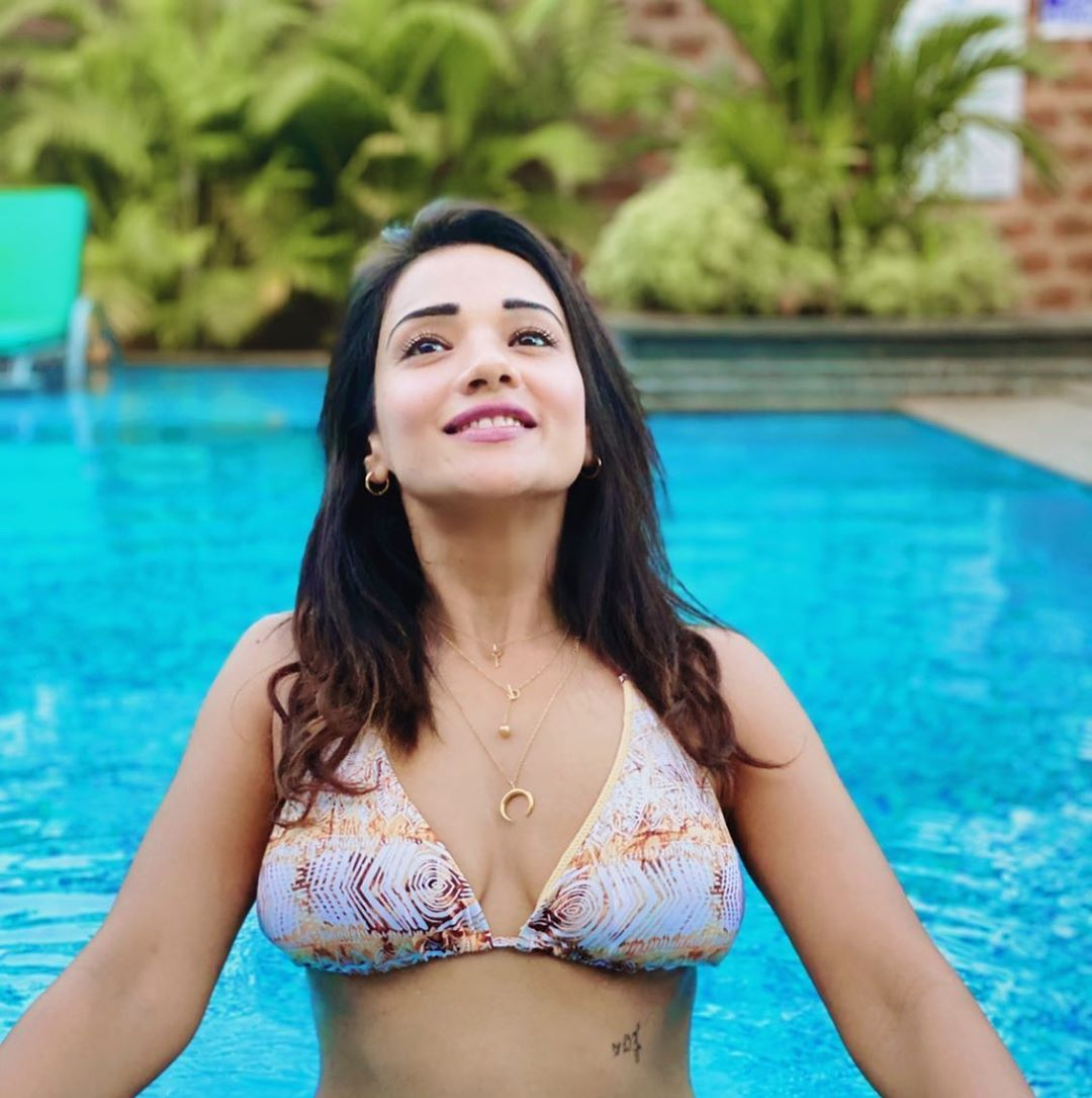 Megha Gupta Sexy Cleavage And Navel Photos In Bikini
