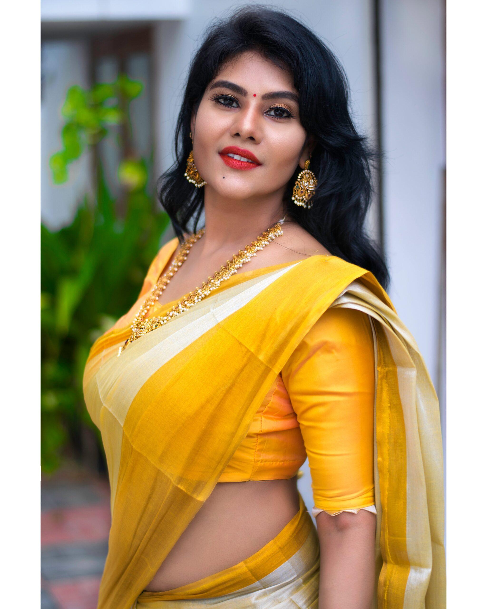 Hot Navel - Hot Actress Photos
