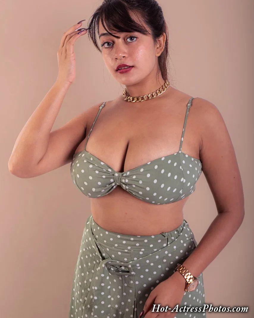 Sneha Karmakar Sexy Deep Cleavage And Navel Photos