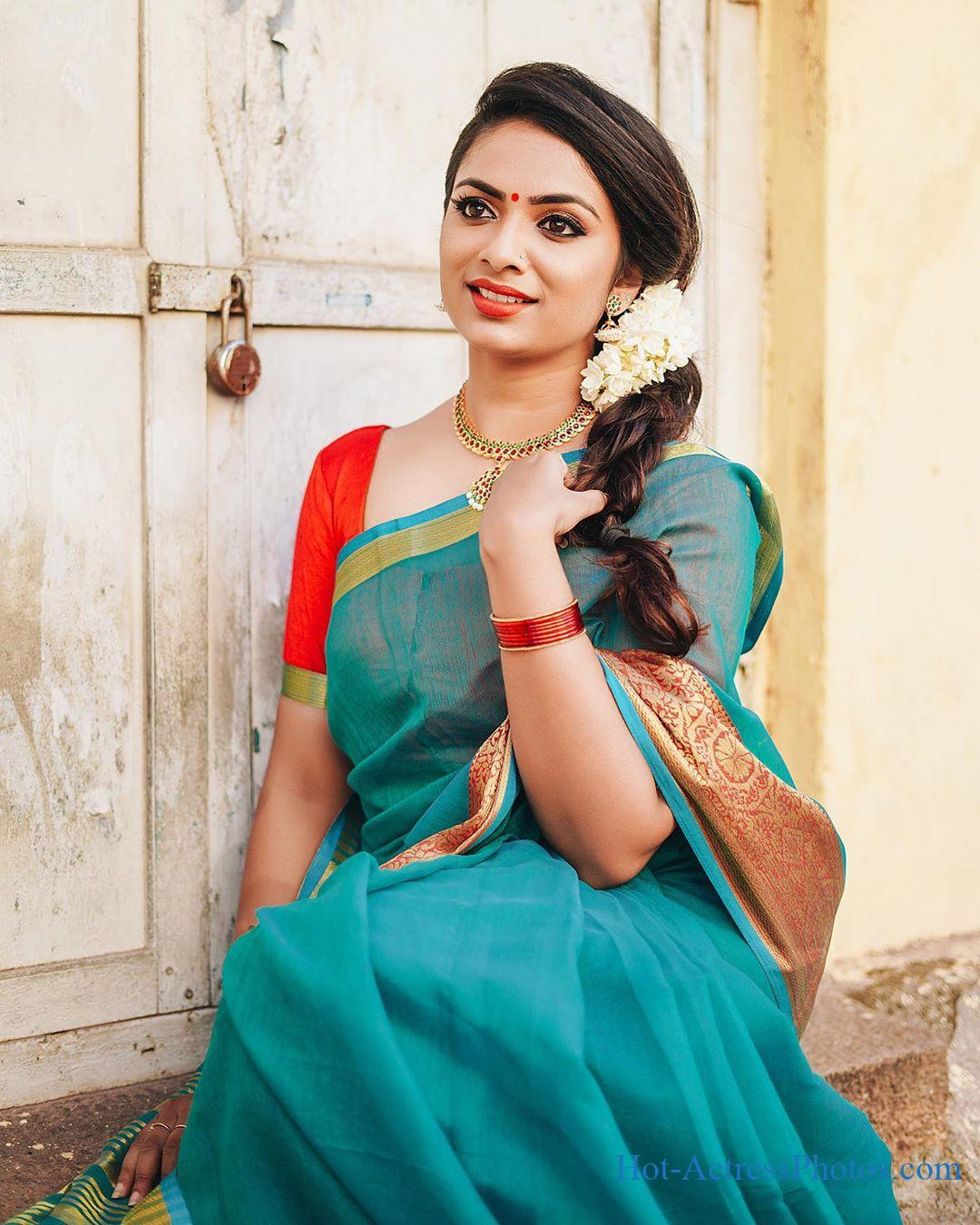 Parvathy Somanath Latest Cute Photos In Saree