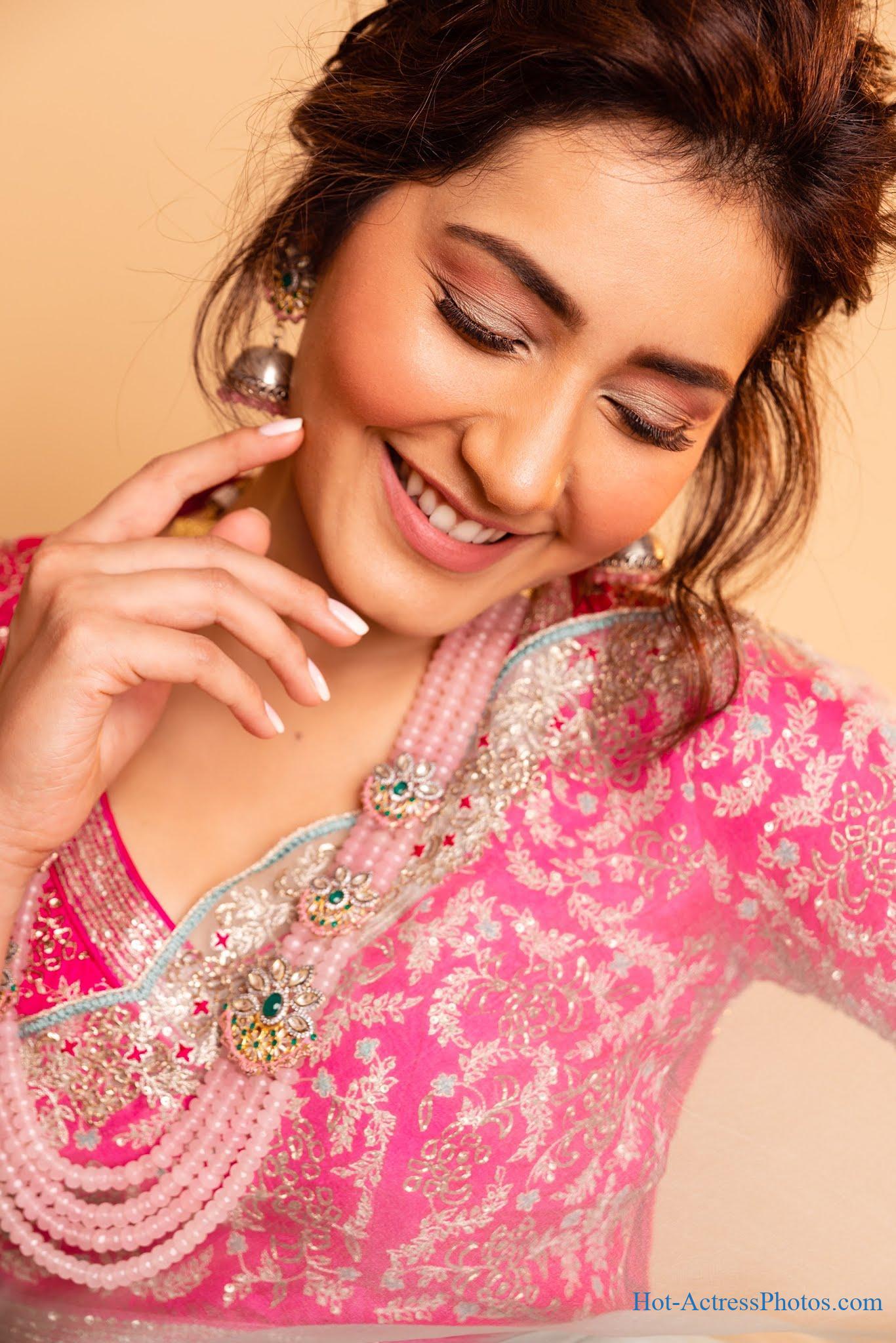 Raashi Khanna Hot Photos In Saree At Sanga Tamizhan Audio Launch