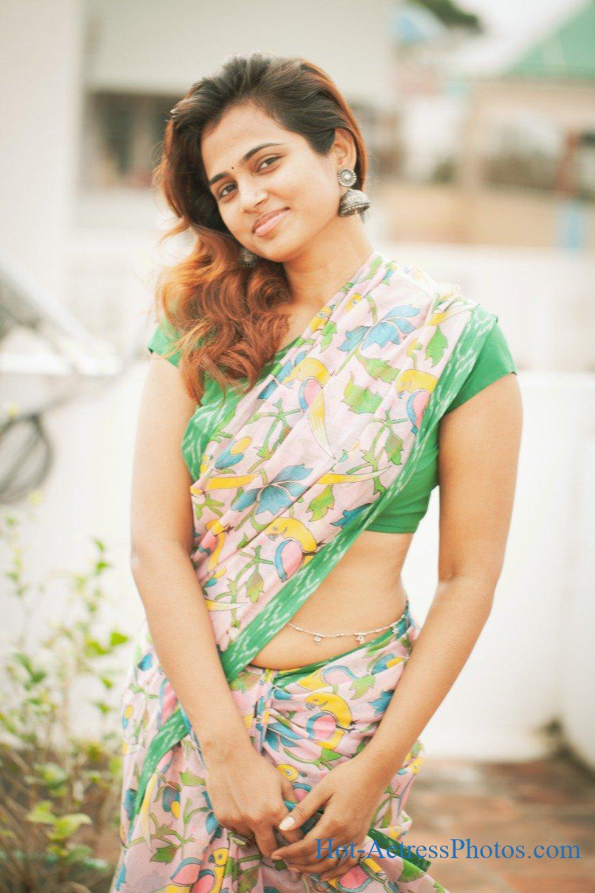 Ramya Pandian Hot Photos In Saree