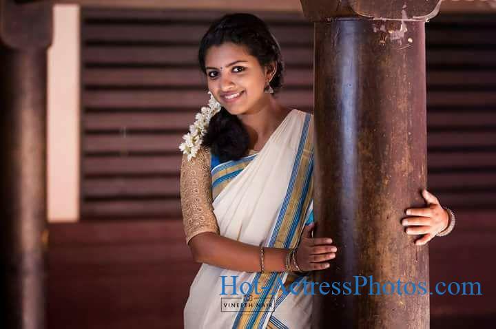 Sivappu Manjal Pachai Movie Actress Lijo Mol Jose Photos In Saree