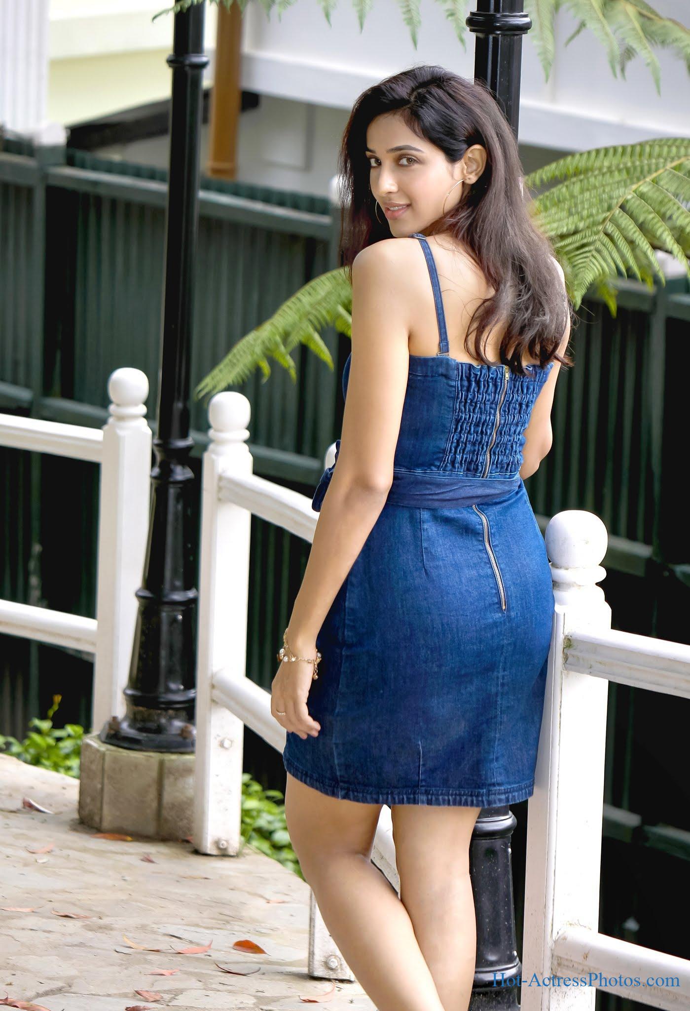Riya Suman Photoshoot Latest Hot Legs And Thighs Photos