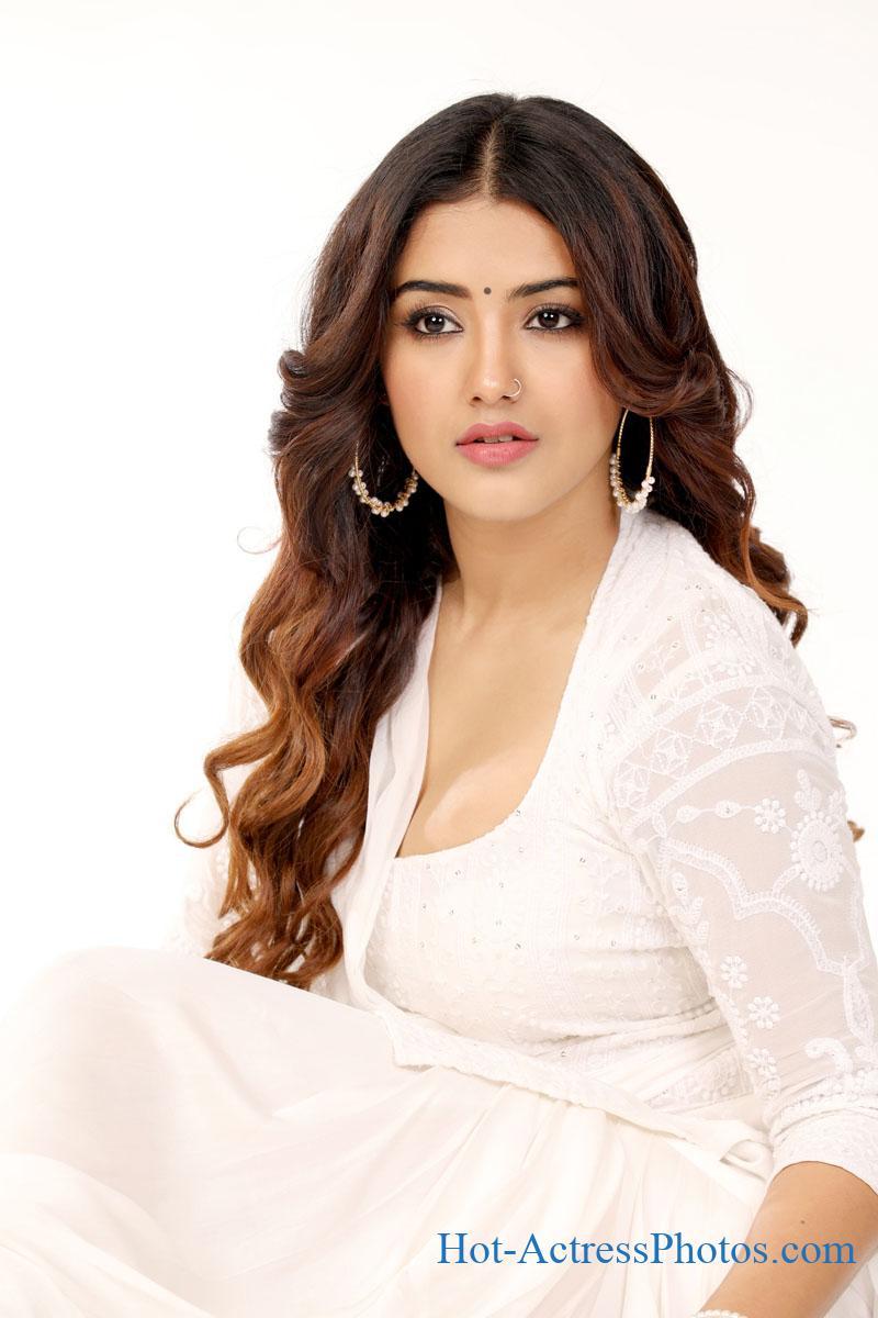 Malvika Sharma Latest Hot Cleavage Photos