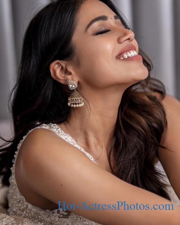 Nivetha Pethuraj Hot Photos Hot Actress Photos