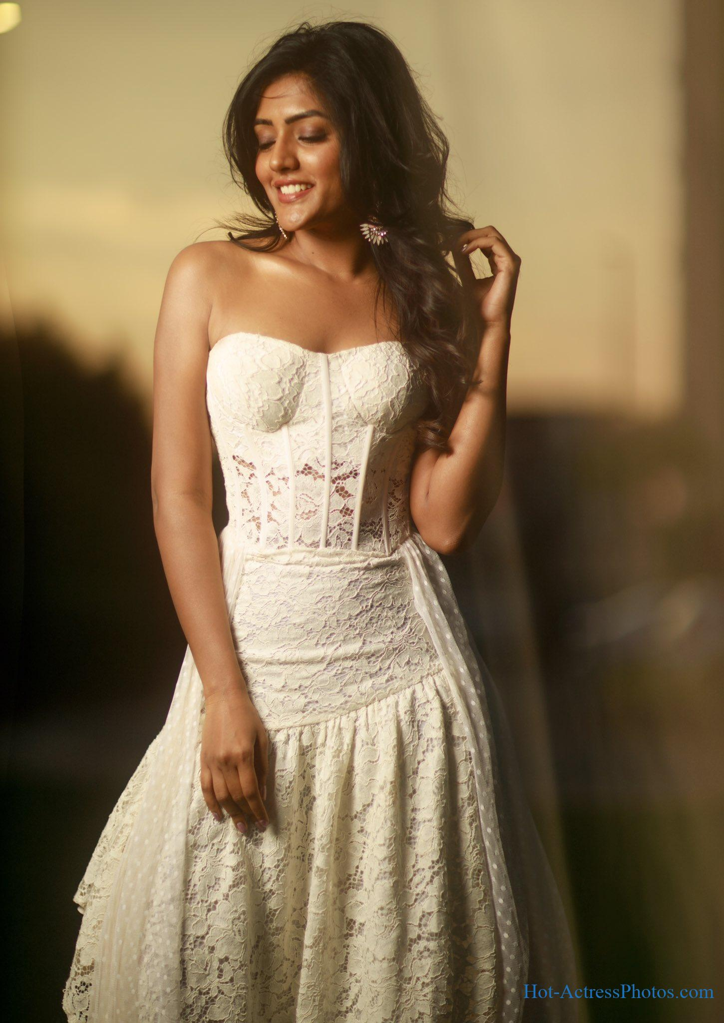 Eesha Rebba Hot Cleavage Photos At Samsung S20 Launch