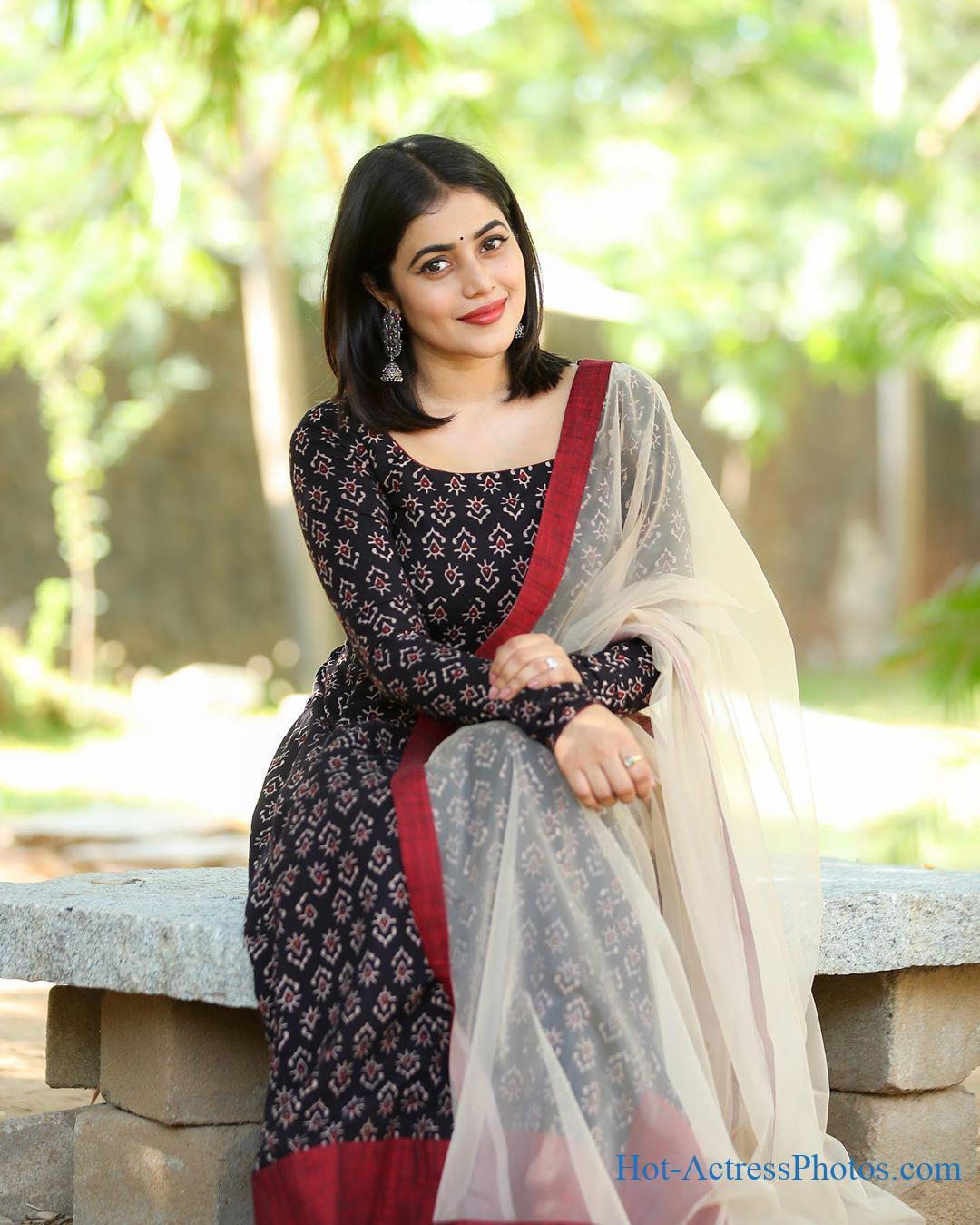 Shamna Kasim Latest Cute Images