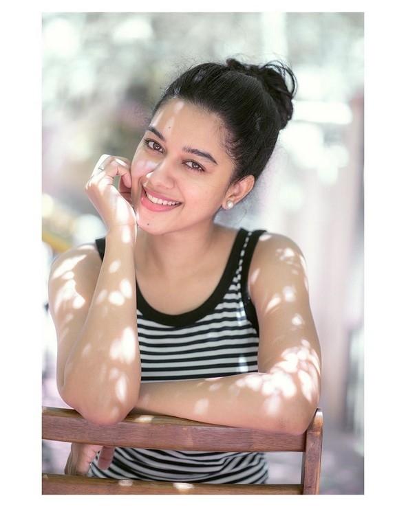 Mirnalini Ravi New Cute Photos