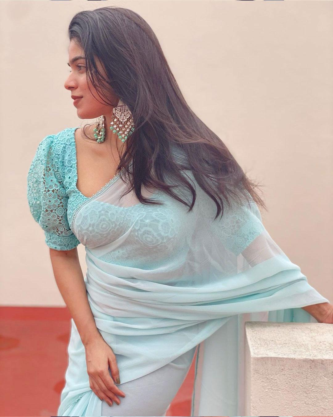 Divya Bharathi Sexy Photos In Saree