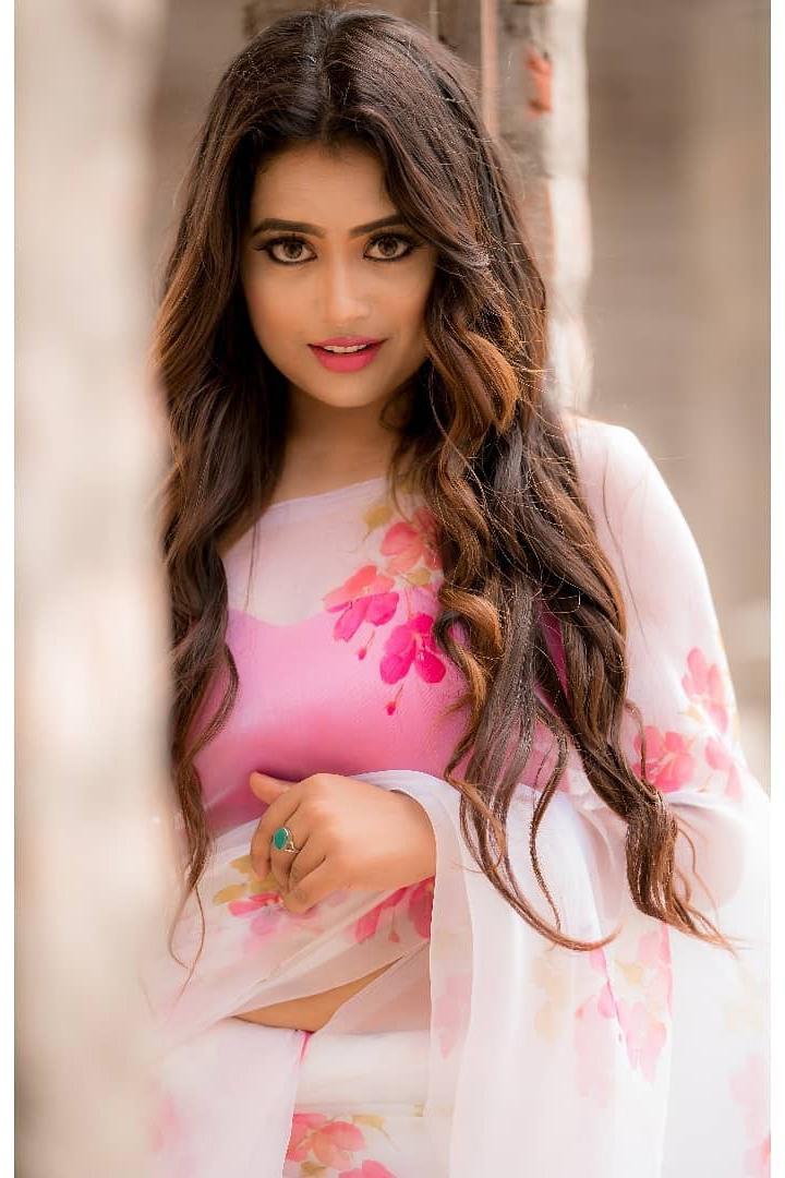Farina Azad Sexy Photos In Floral Saree